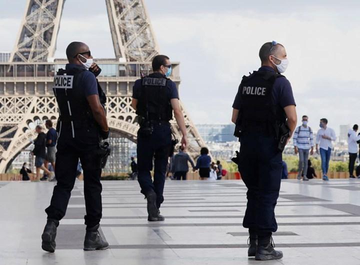 La Tour Eiffel a été évacuée mercredi. /Photo prise le 28 août 2020/REUTERS/Charles Platiau