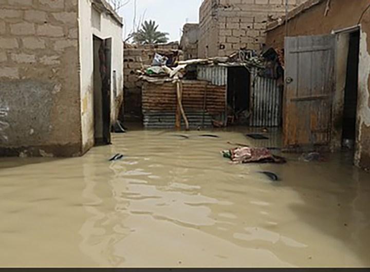 inondations-rosso-les-familles-quittent-leurs-maisons
