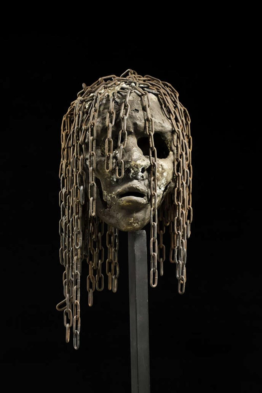 les-objets-spolies-pendant-la-colonisation-devraient-retourner-dans-les-villages-pas-dans-un-musee