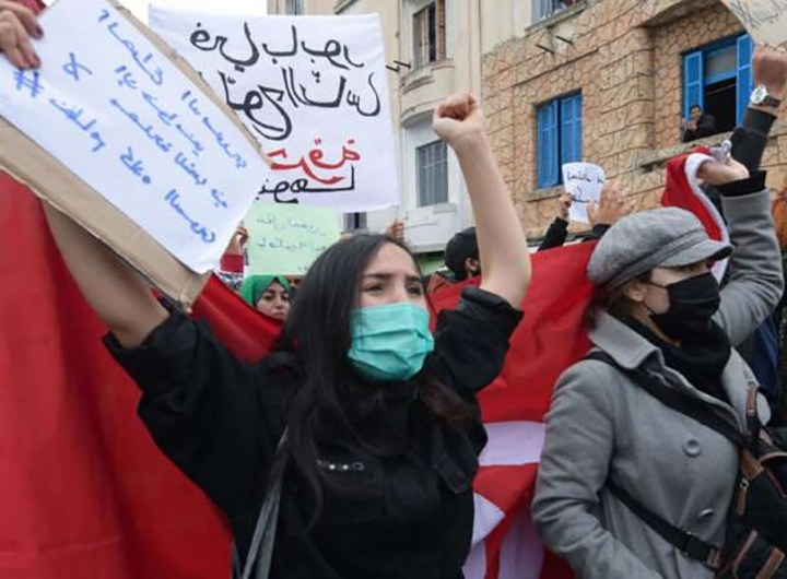 Tunisie manifestations contre les répressions et prolongement du couvre-feu