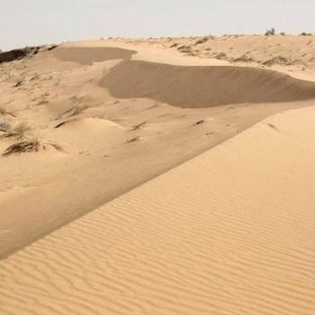 Nuage de sable au Sahara une histoire de particules radioactives