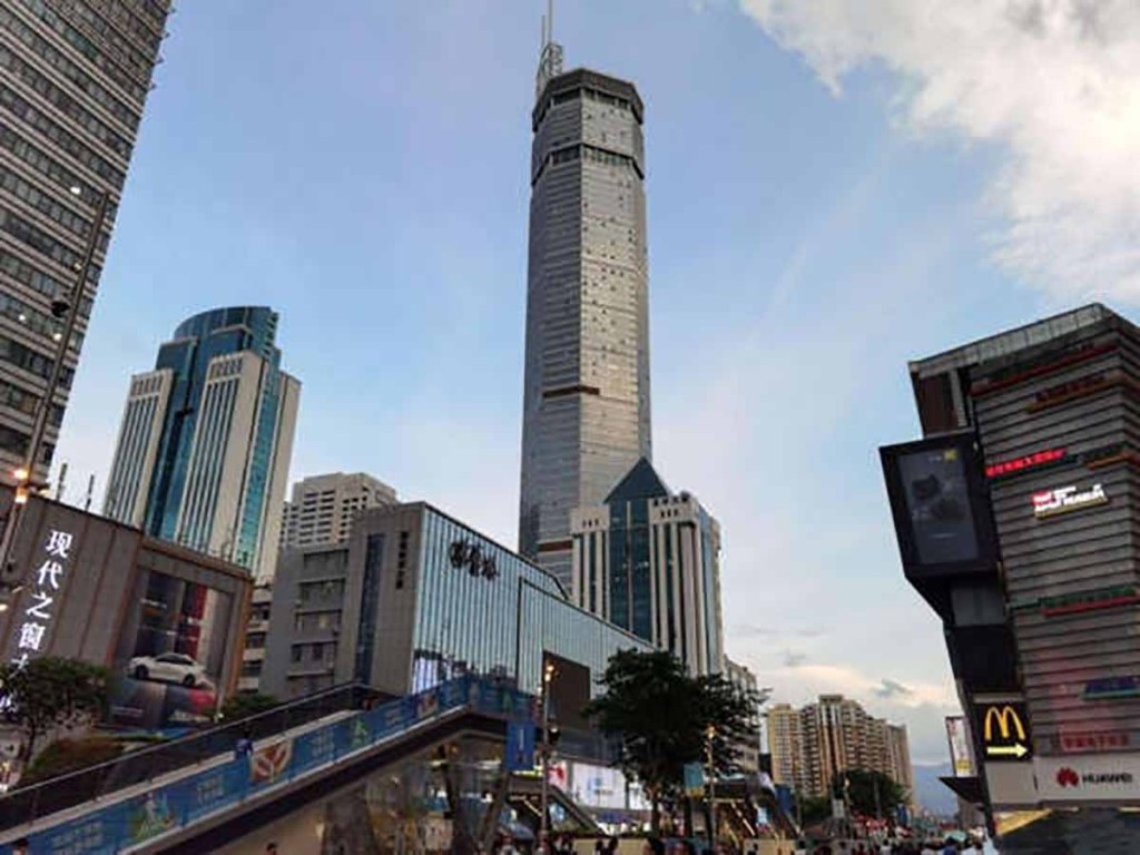 Chine: un gratte-ciel tremble et crée la panique à Shenzhen