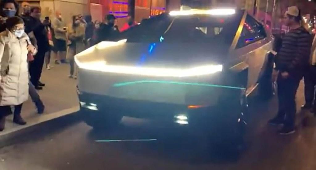 Tesla : Un prototype du Cybertruck aperçu dans les rues de New York