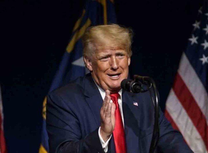 Donald Trump, toujours indécis pour 2024, attaque Biden et la Chine