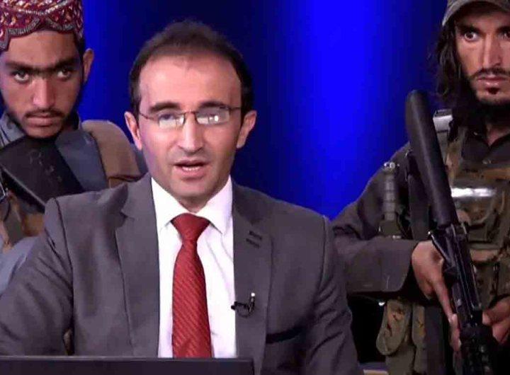 Afghanistan : Un présentateur télé entourés par des talibans armés