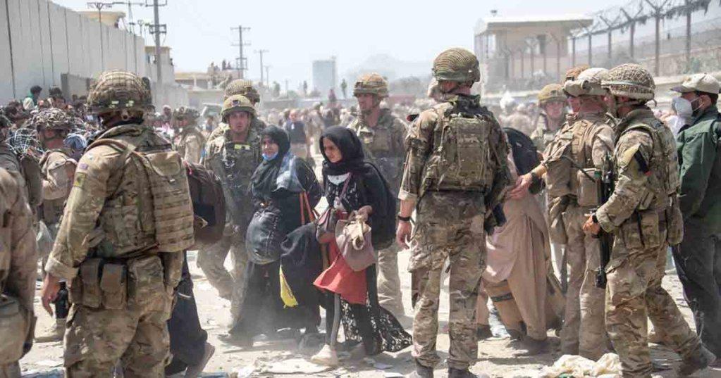 """Afghanistan: les talibans menacent de """"conséquences"""" si les États-Unis et leurs alliés retardent leur départ"""