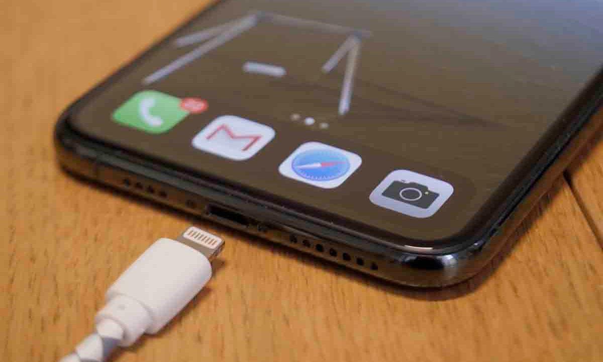 Smartphones: Apple s'oppose toujours au chargeur universel demandé par l'UE
