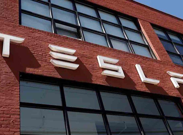 Tesla condamné à payer 137 millions de dollars à un ex-employé victime de racisme