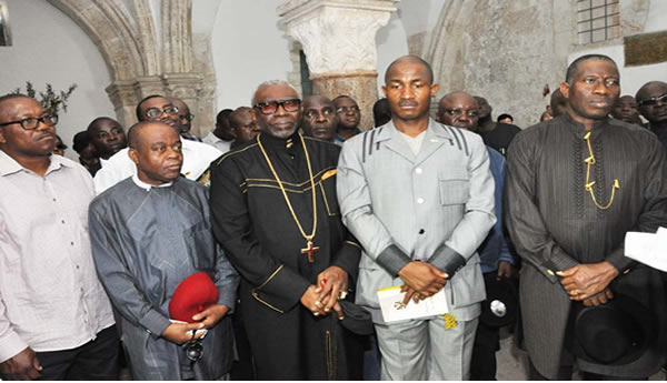 FROM LEFT: GOV PETER OBI OF ANAMBRA; GOV THEODORE OF ABIA; PRESIDENT, CHRISTIAN ASSOCIATION OF NIGERIA, PASTOR AYO ORITSEJAFOR; EXECUTIVE SECRETARY, NIGERIAN CHRISTIAN PILGRIMS COMMISSION, MR JOHNKENNEDY OPARA AND PRESIDENT GOODLUCK JONATHAN AT THE UPPER ROOM (WHERE JESUS HAD THE LAST SUPPER WITH HIS DISCIPLES).