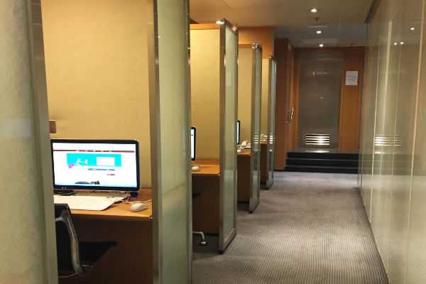 Computer stations at the Dragonair Business Class Lounge