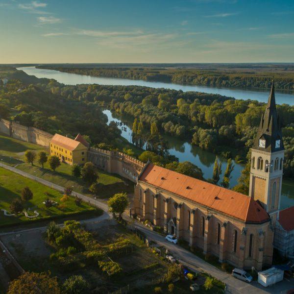 ilok-church-pointers-travel-syrmia