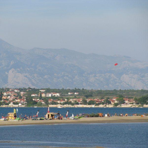 nin-beach-sea-pointers-travel