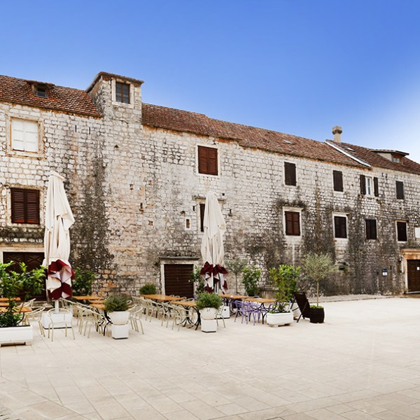 old-city-hvar-poiters-travel