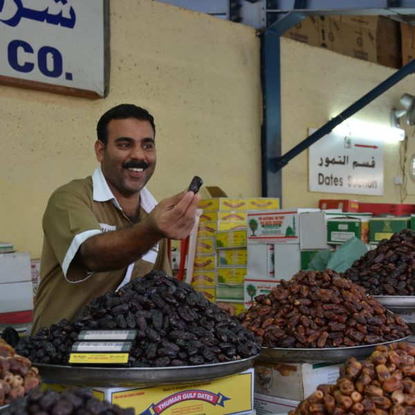 city-food-vendor-produce-dubai-market-pointers-travel