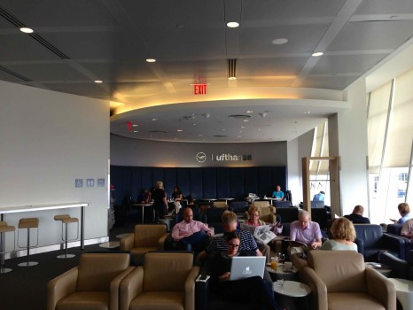 LH Lounge JFK16