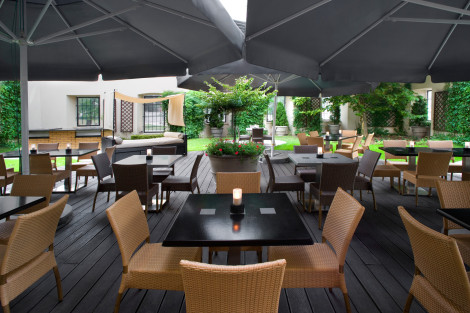 she1477re-126898-Restaurant Some Place Else - Summer Garden