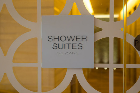 Star Alliance LAX lounge – shower suites