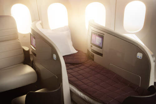 Boeing_787-9_BusinessPremier_Lie_Flat_Bed