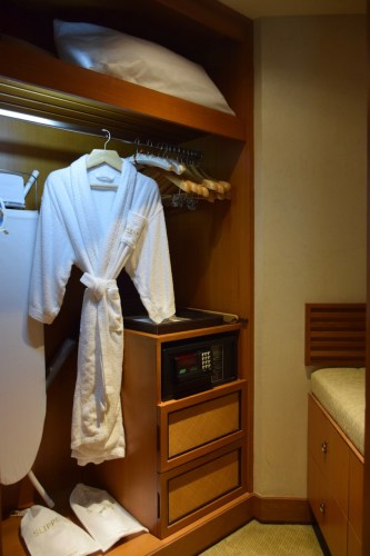 Conrad Bangkok Executive Corner King Room - Closet