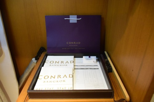 Conrad Bangkok Executive Corner King Room - Shopping and Laundry Bags
