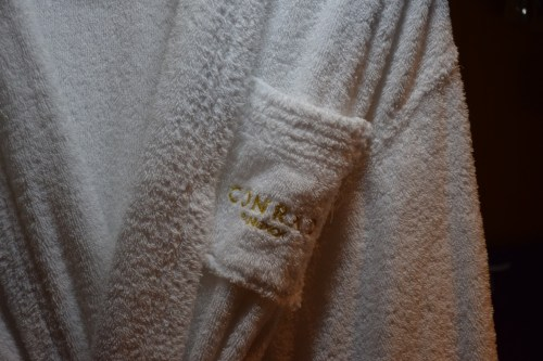 Conrad Bangkok Executive Corner King Room - Bathrobes