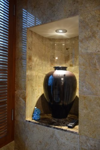 Conrad Bangkok Executive Twin Corner Room - Bathroom Decorations