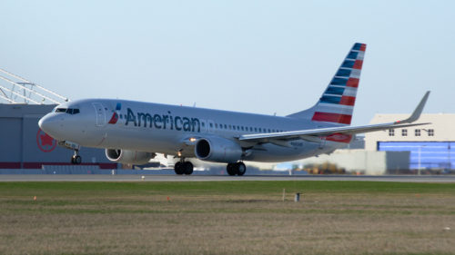 An American Airlines 737-800 in Montréal. Photo by Alexandre Gouger, used with permission.