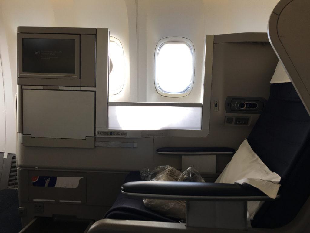 British Airways 777-200 Club World (Business Class) Cabin