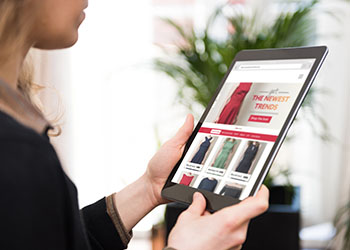 PointofSale Woman Online Shopping iPad retail technology trends