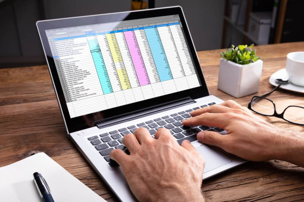 Expense Tracking Solutions Explored – Spreadsheets vs Software