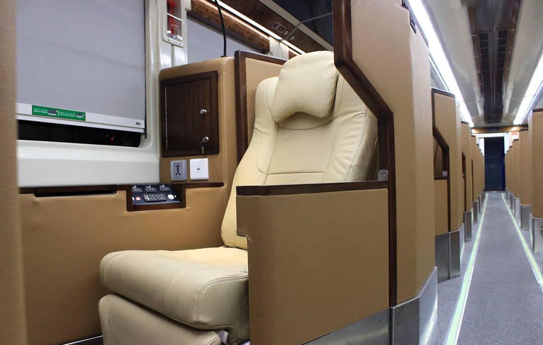 Review KA Taksaka Kelas Luxury