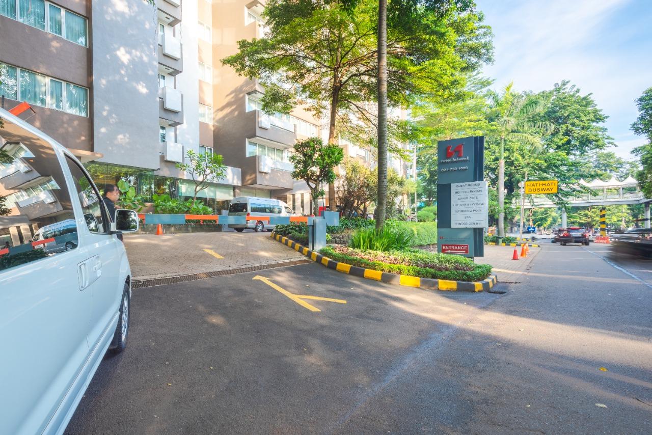 Swiss Belhotel Pondok Indah pintu masuk entrance