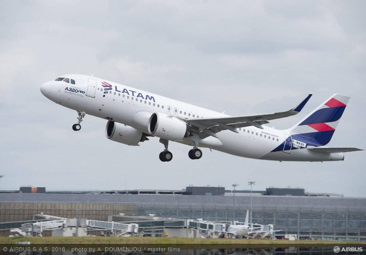 LATAM Airbus A320neo Inflight (1)