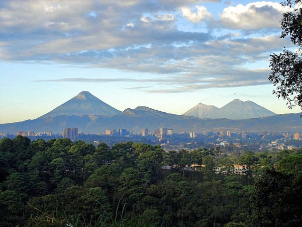 Guatemalacityvolcanoes01