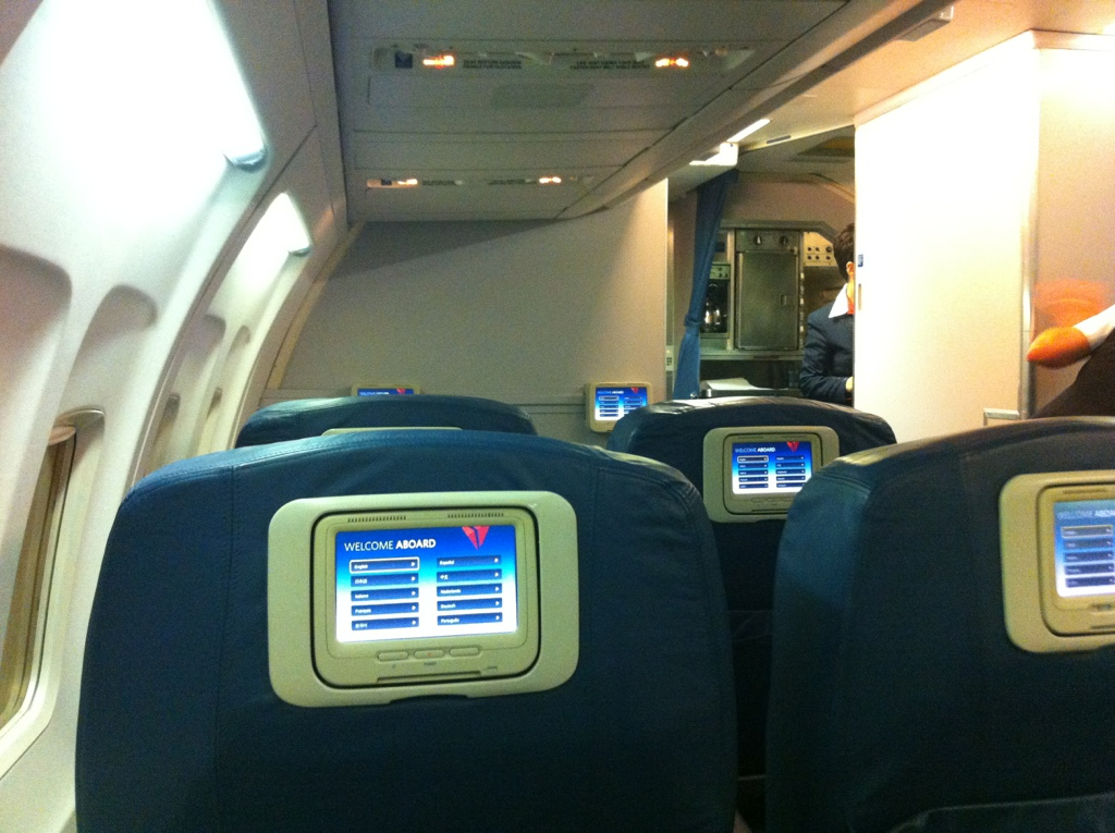 Delta S 757 First Class Service From Seat 1a Points