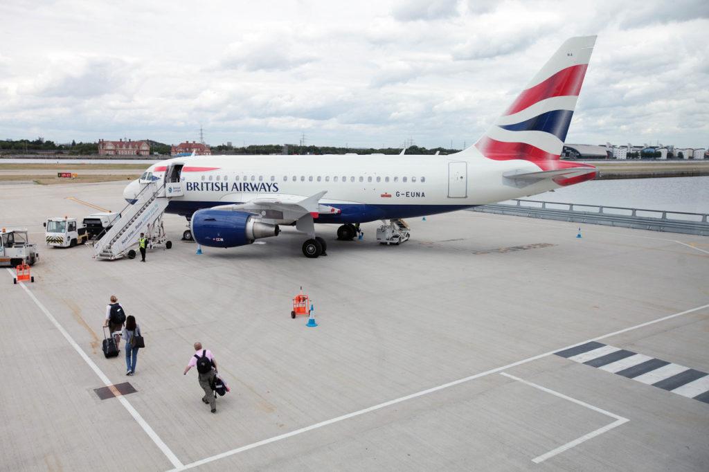 British Airways G-EUNA A318