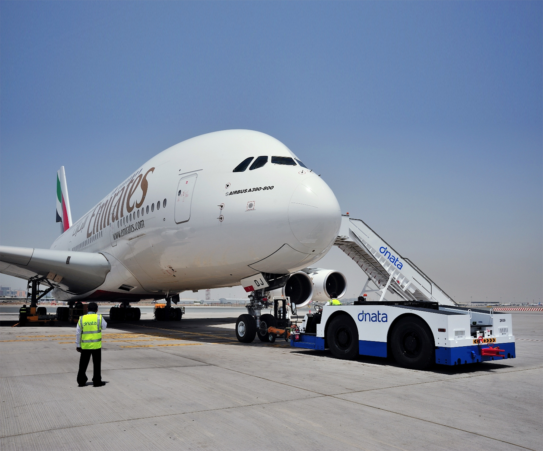 BREAKING! Emirates suspends all passenger flights | Points to be Made
