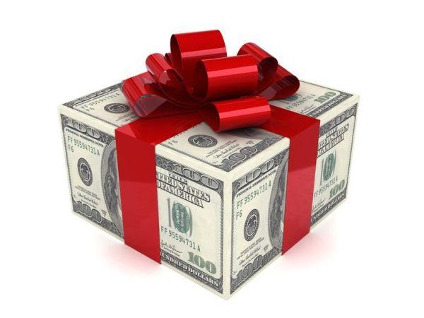 Как оригинально подарить деньги на юбилей: полезные советы