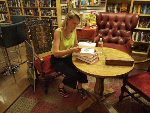 Lili signing