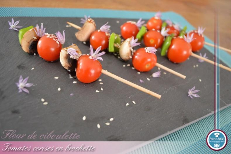Mini_brochettes_tomates_cerises_fleur_ciboulette_2