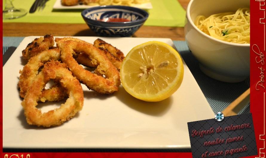 Beignets de calamars aux nouilles jaunes et sauce piquante