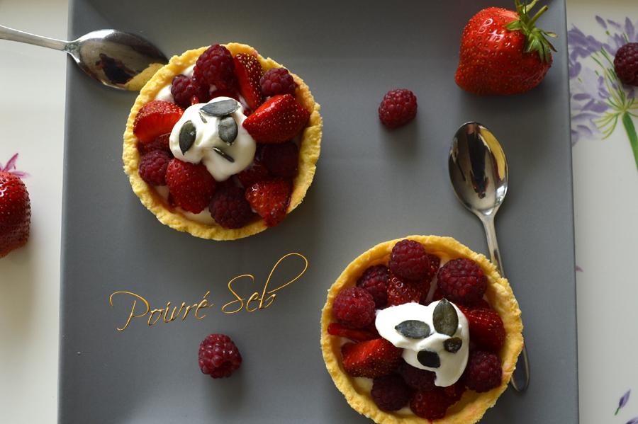 Tartelette aux fraises et framboises du jardin
