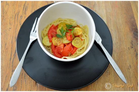 Nouilles jaunes saveurs asiatiques aux petits légumes du moment !