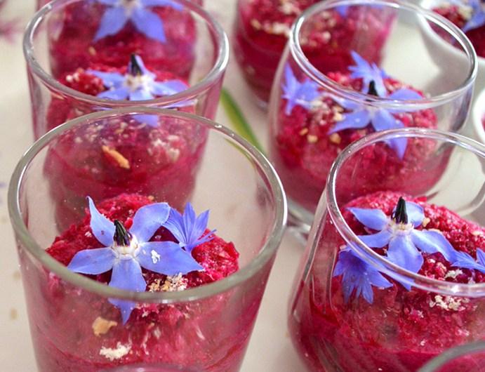 Granité de betterave aillée aux fleurs de Bourrache et bleuet