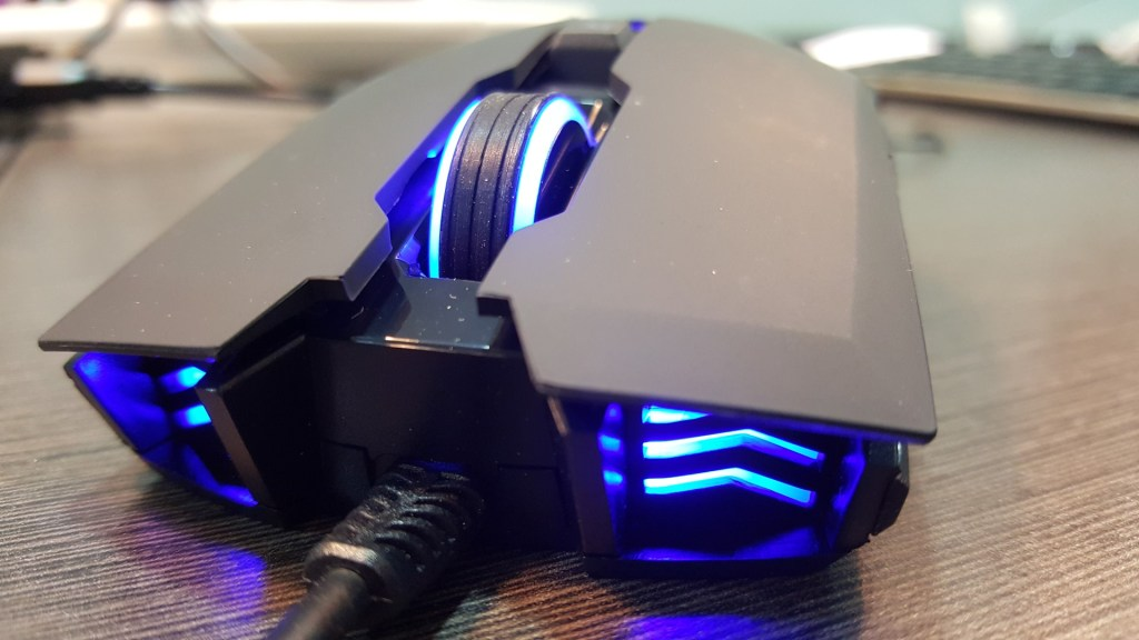This is a sharp looking mouse! +1 to the lit up vents!