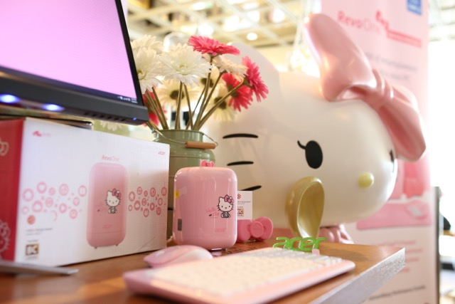 05 Acer Revo Hello Kitty edition during the launch