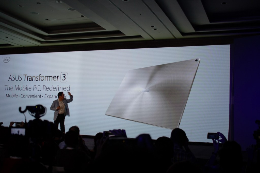 Too much for you to handle, well, let's tone down to a non-Pro edition then. Introducing the Asus Transformer 3.