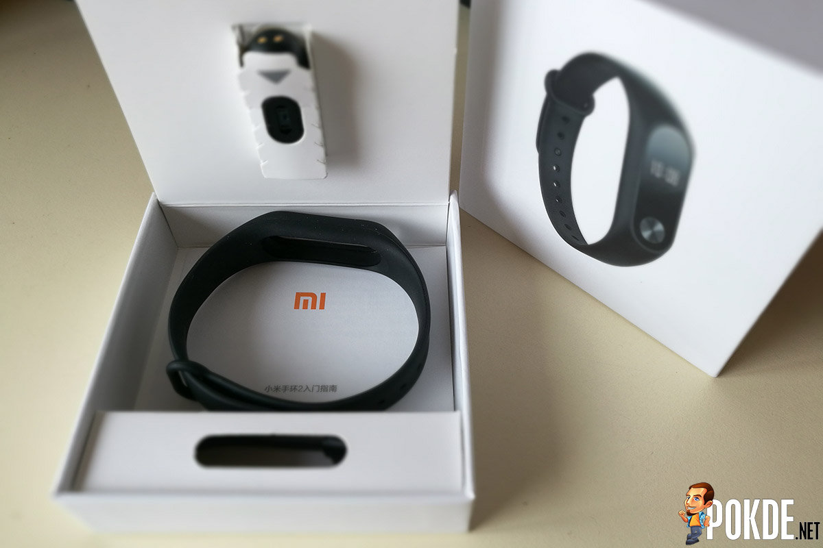 Mi Band 2 Review Affordable Yet Feature Packed Pokde Xiaomi Pulling Upon The Little Tab Will Lift Tray Which Holds Main Module Revealing Charging Cable Wristband In Sit