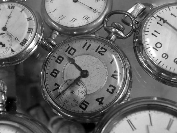 lots-of-clocks_orig_full_sidebar