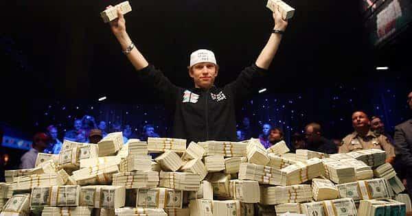 10 người chơi Poker kiếm tiền thật nhiều nhất mọi thời đại